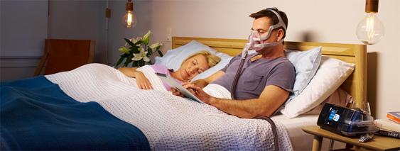 Fotografía de terapia CPAP utilizando la máscara AirFit F20 de Resmed