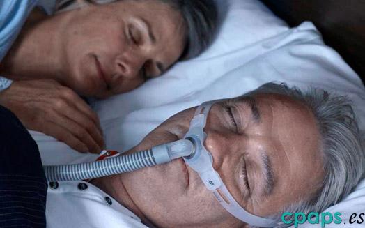 Almohadilla para CPAP Swift FX de Resmed en persona
